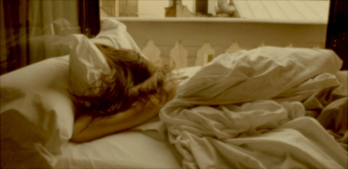 girl-sleeps-in-day-copy